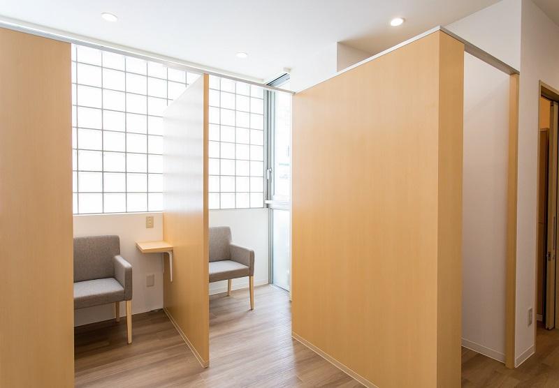 前処置室(専用トイレ付)を完備・下剤を院内で服用可能